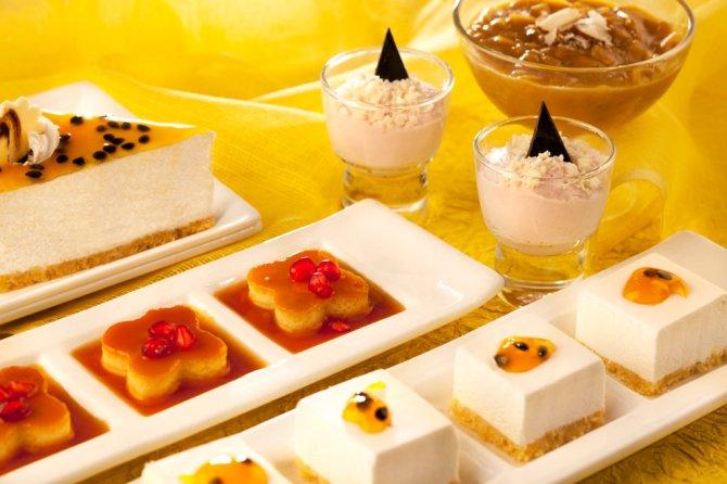 Dessert Platter (with the new desserts Warm Chocolate Cake, Bebinca, Ice cream)2
