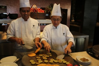 Chef_Bhuralal_and_Chef_Pensiri_Pattanachaeng[1]
